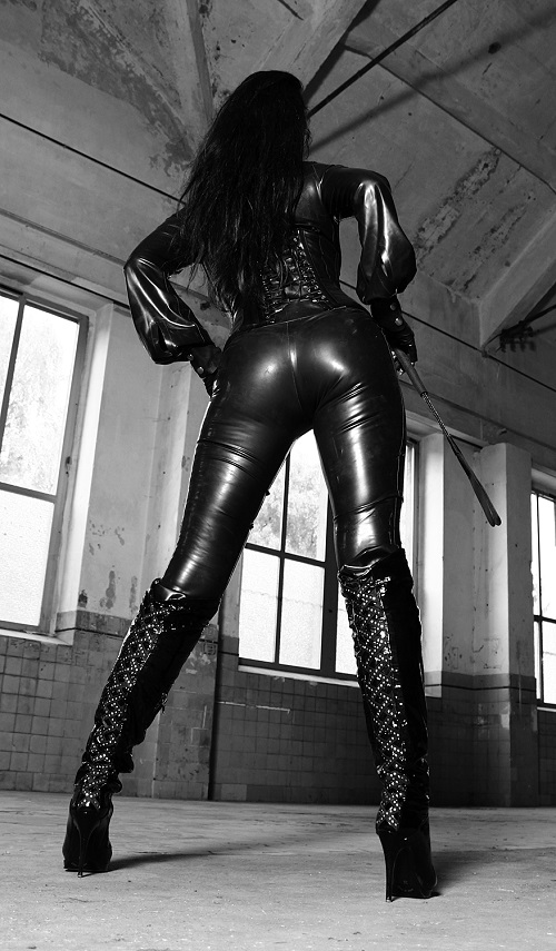 dominatrix dinah latex queen