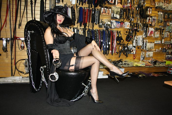 dominatrix dinah shop mince