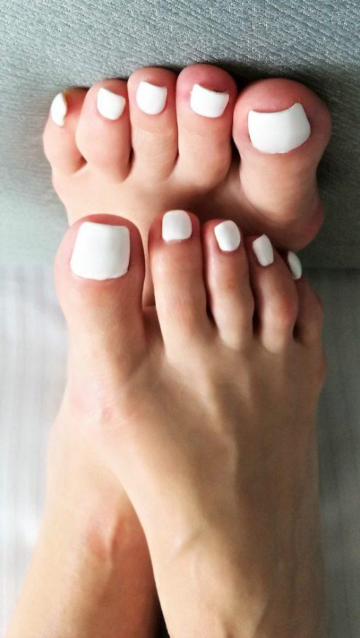 dubai mistress white toes